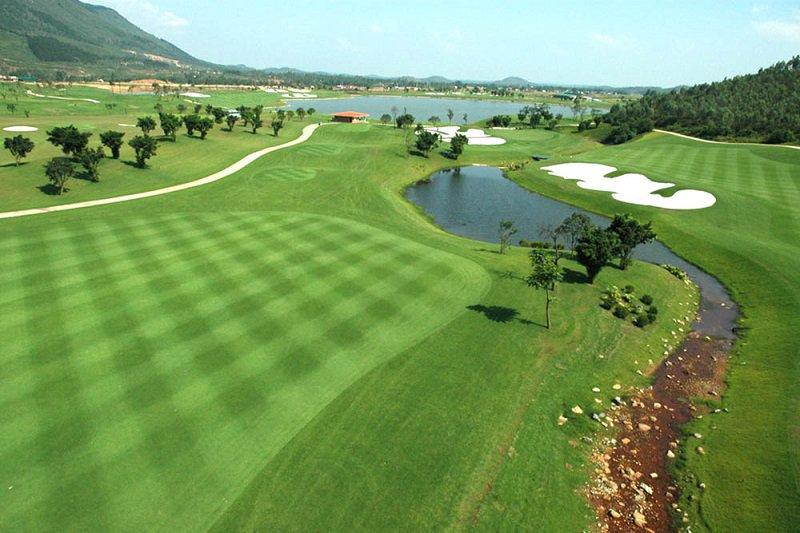 Sân golf Đầm Vạc là một trong những sân golf nổi tiếng của tỉnh Vĩnh Phúc