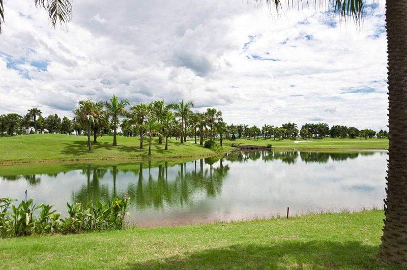 Khung cảnh của sân golf cực kỳ ấn tượng và mộng mơ