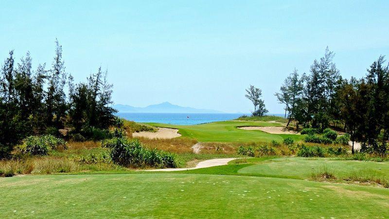 Sân golf Dunes Đà Nẵng có địa thế hướng ra biển cực đẹp