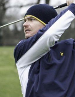 Áo khoác golf vừa bảo vệ, giữ ấm cho cơ thể vừa là phụ kiện thời trang thể hiện cá tính của người mặc