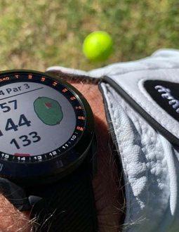 Đồng hồ golf là món phụ kiện rất hữu ích với các golfer