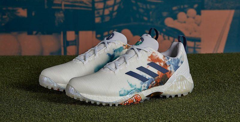 Giày Adidas với thiết kế ôm trọn bàn chân golfer