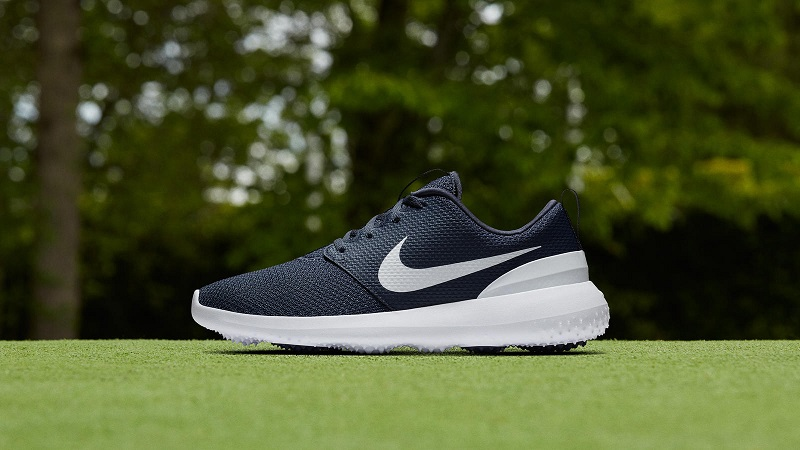 Giày gôn nam là mẫu phụ kiện golfer không thể thiếu