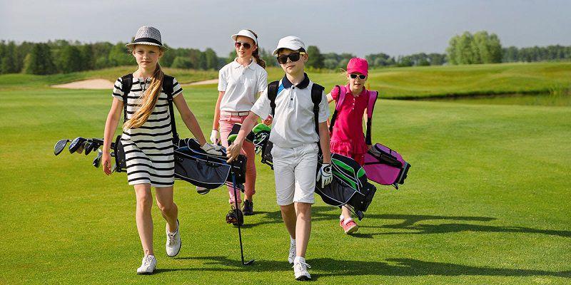 Chọn giày chuẩn size là nguyên tắc quan trọng đầu tiên khi mua giày golf cho trẻ