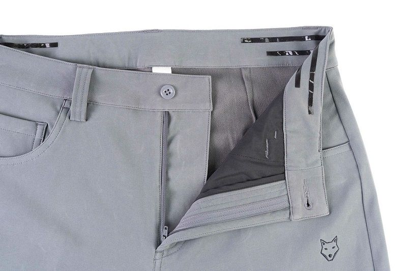 Về thiết kế, quần có thiết kế đơn giản nhưng vẫn hợp mốt theo phom chuẩn châu Á