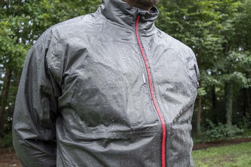Quần áo mưa chơi golf rất cần thiết với golfer