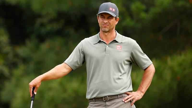 Thương hiệu thời trang golf chất lượng tốt, giá mềm phải kể đến Uniqlo