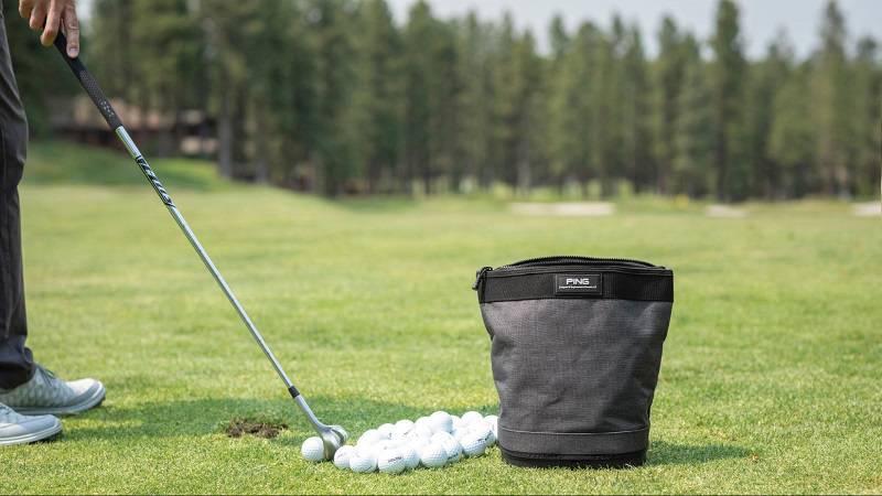 Túi đựng bóng của nhà Ping có thiết kế hơi khác lạ so với các thương hiệu khác