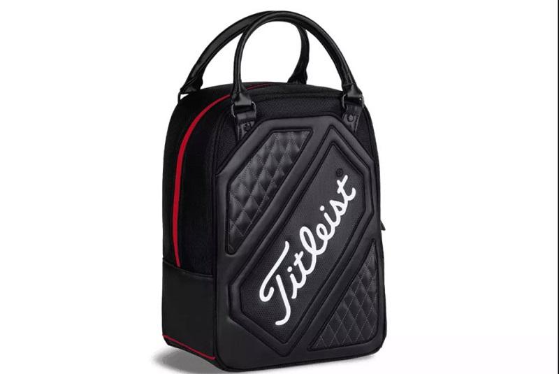 Chiếc túi đầy cảm hứng này chỉ nặng chưa tới 0.5kg (khi không có bóng golf)