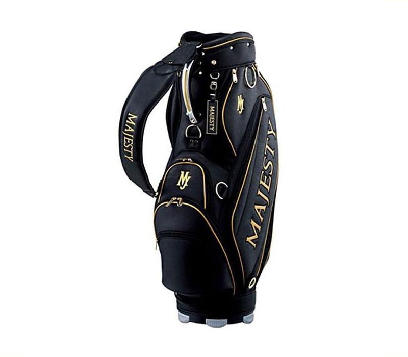 Những mẫu túi golf của hãng đều được làm từ chất liệu cao cấp