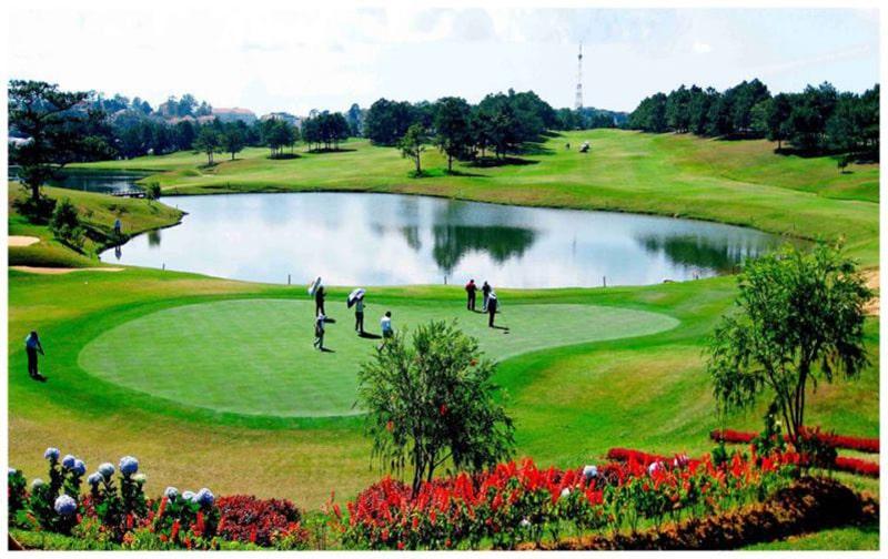 Dalat Palace Golf Club còn được gọi là sân golf Đồi Cù
