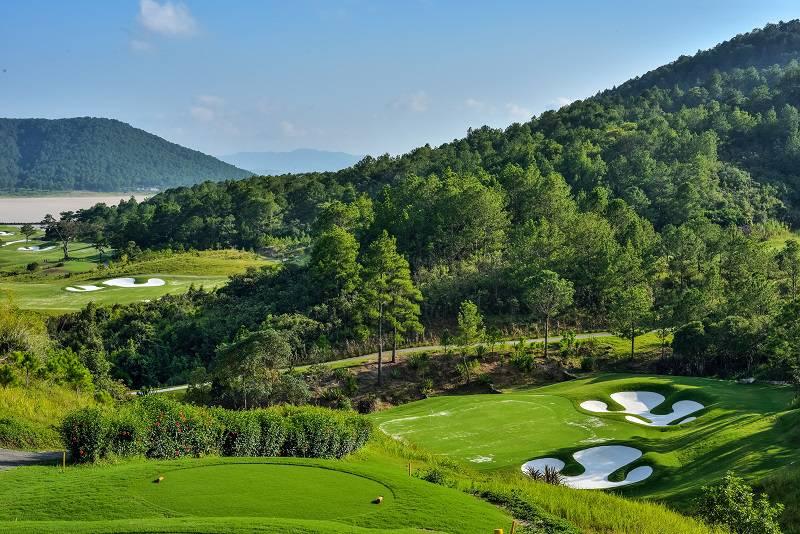 Sân golf Tuyền Lâm cũng là 1 trong sô những sân golf đẹp nhất của nước ta