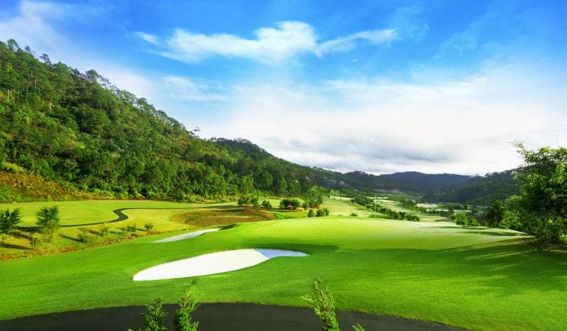 Sân golf Đà Lạt 1200 có thiết kế đẹp mắt với không gian trong lành