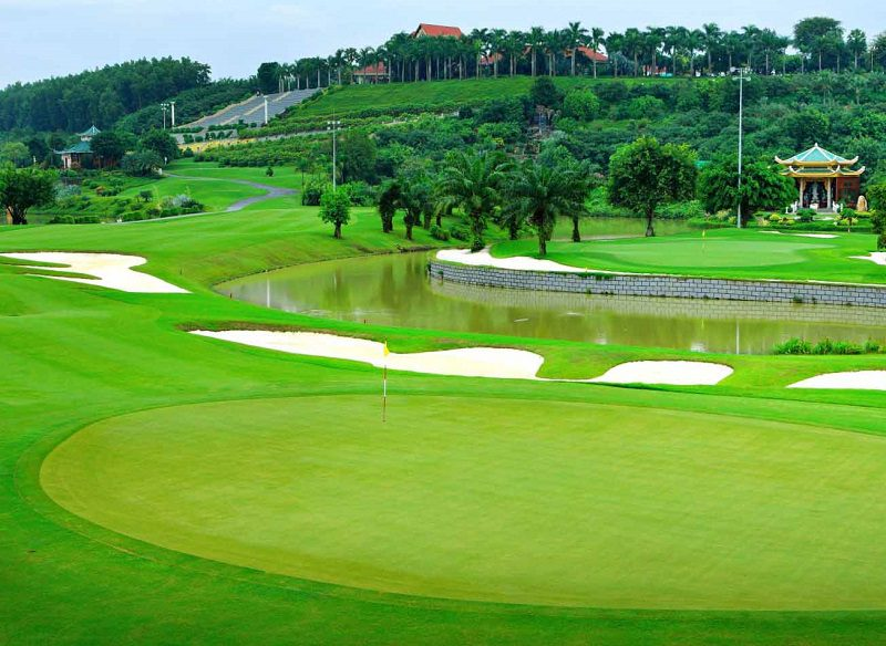 Sân golf được chia thành rất nhiều khu