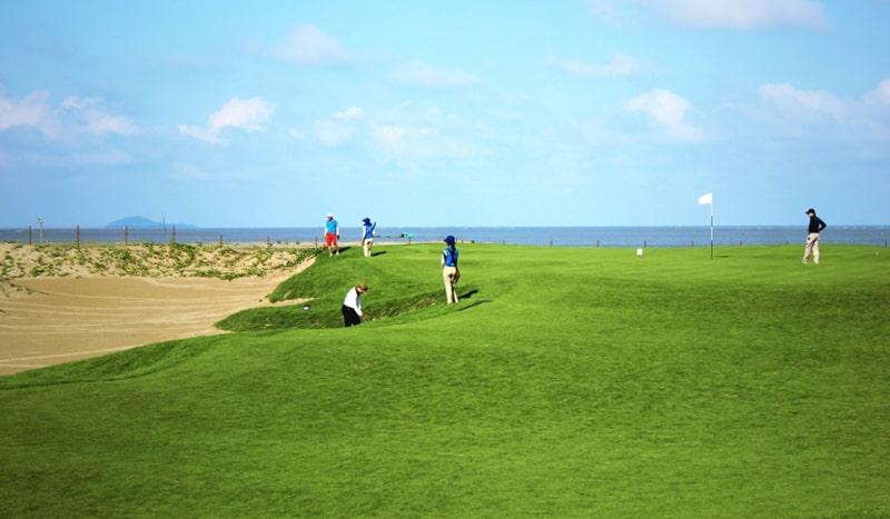 Sân golf FLC Sầm Sơn hướng ra biển