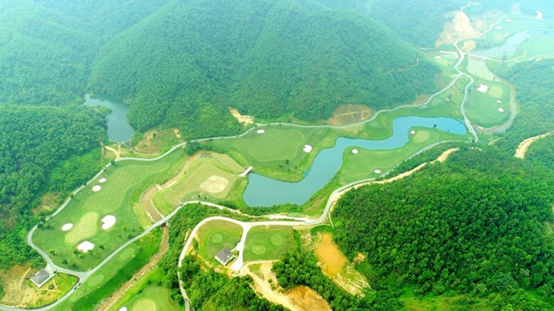 Sân golf Hilltop Hòa Bình nhìn từ trên cao