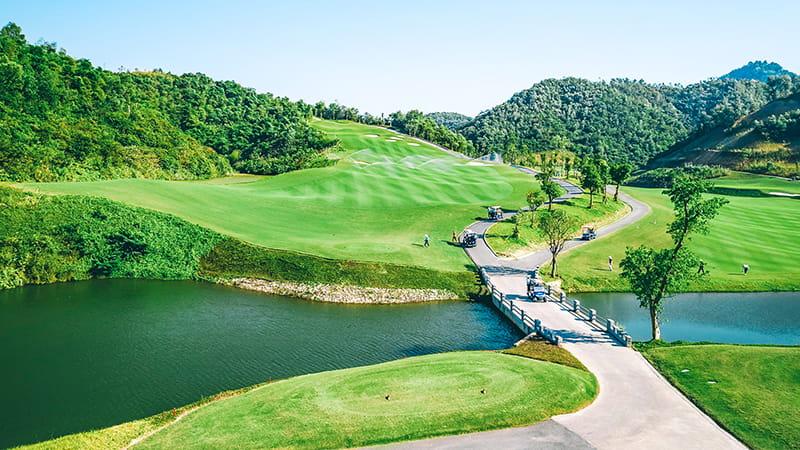 Sân golf có diện tích rộng và độ khó để tăng tính thử thách cho người chơi