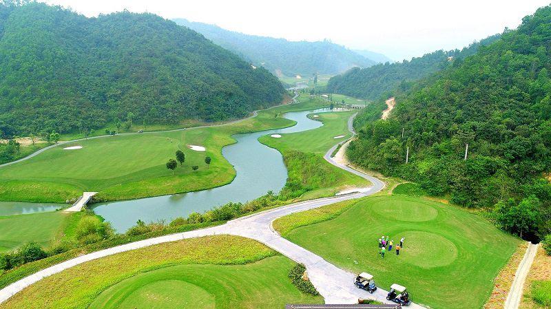 Sân golf tại Hòa Bình đều sở hữu đặc điểm đó là khí hậu vô cùng trong lành và mát mẻ