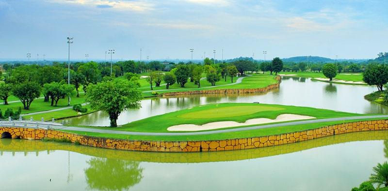 Sân golf được bao bọc bởi nước sông Đồng Nai
