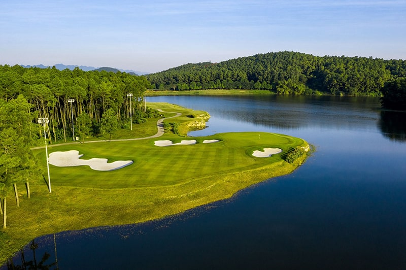 Vẻ đẹp của sân golf Tràng An