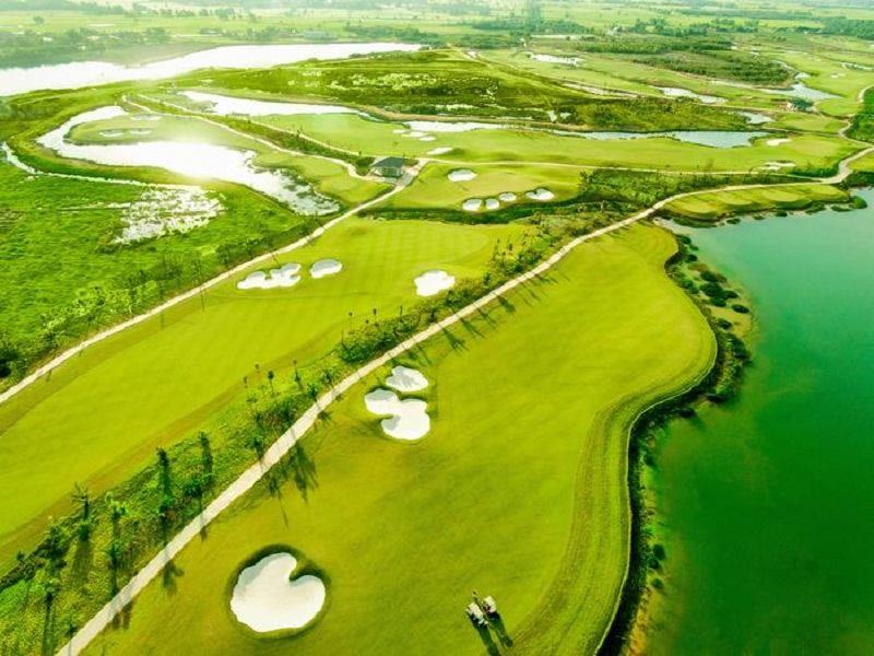 Khung cảnh sân golf Tân Mỹ nhìn từ trên cao
