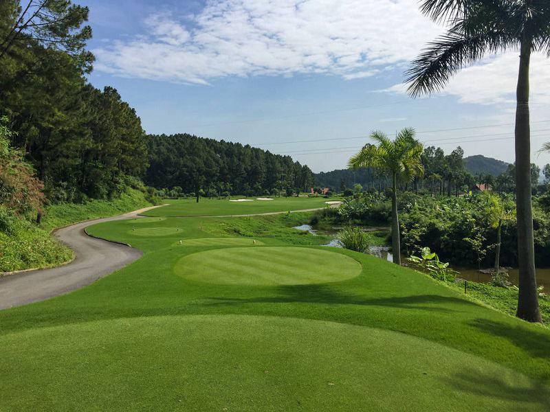 Sân golf Tràng An là điểm đến được rất nhiều người yêu thích