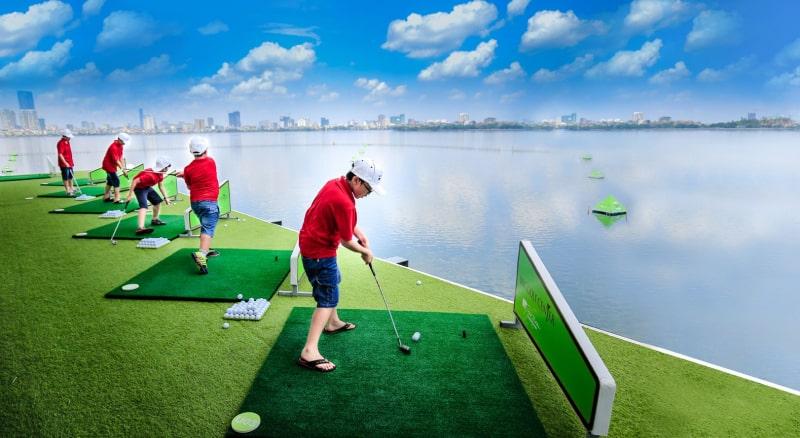 Sân tập BRG Golf hướng ra hồ Tây