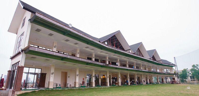 Sân tập golf Mipec được thiết kế 2 tầng
