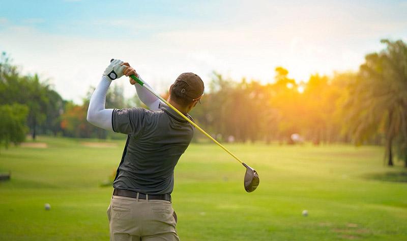 Găng tay chống nắng chơi golf giúp golfer bảo vệ an toàn làn da của mình dưới ánh nắng