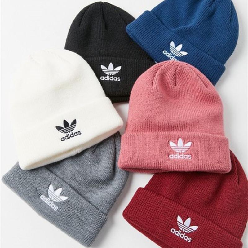 Mũ golf mùa đông Adidas với nhiều màu sắc để golfer lựa chọn