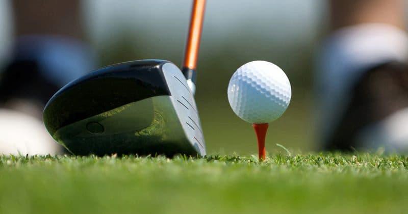 tee golf sử dụng nhiều màu sắc khác nhau