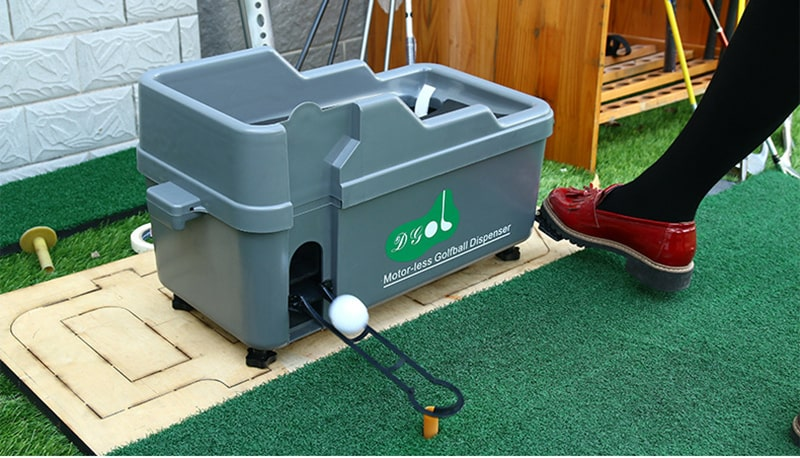 Máy đặt bóng bán tự động thường được đặt tại phòng golf 3D
