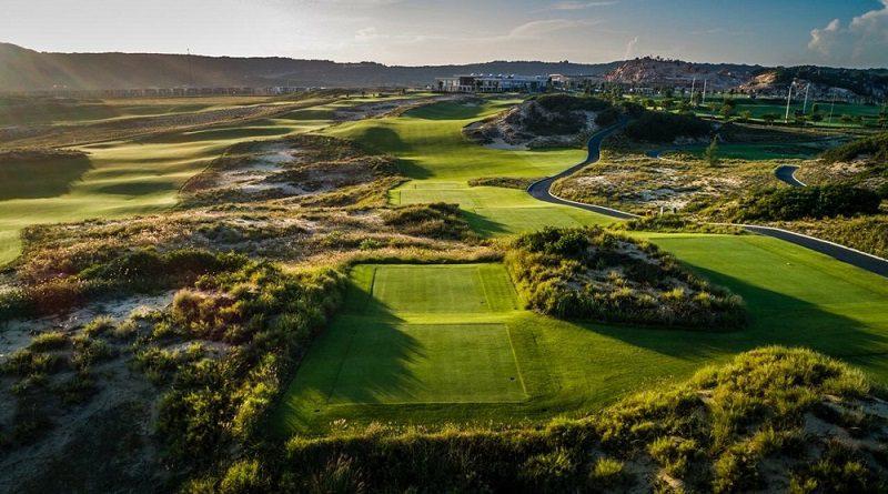 Sân golf có không khí trong lành, thoáng mát, địa thế tuyệt đẹp