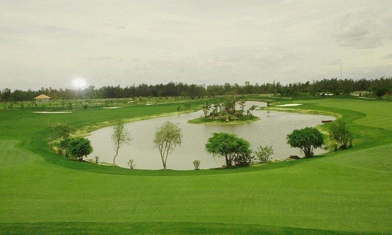 Một góc yên bình của sân golf Của Lò