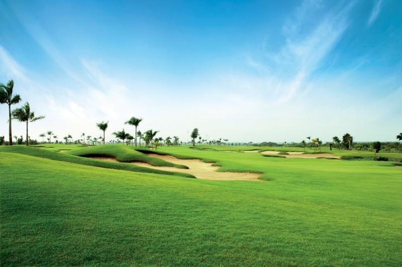 Sân golf có thiết kế vô cùng rộng rãi, thoáng mát