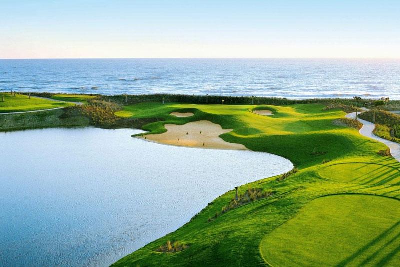 Sân golf Paradise Vũng Tàu nằm ven bờ biển