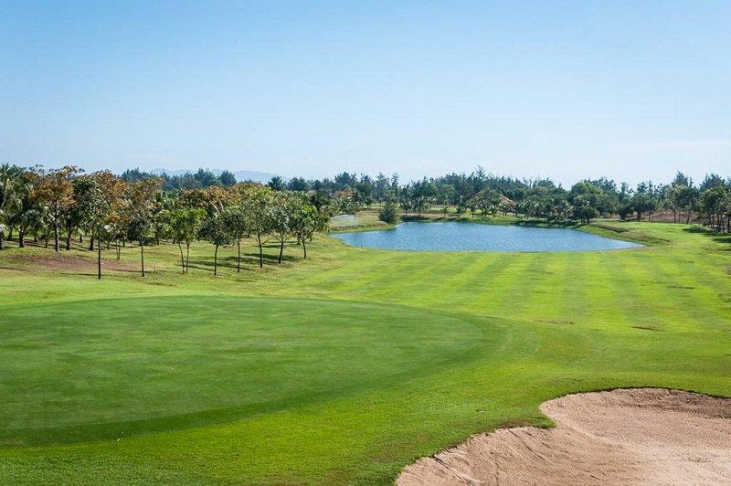 Sân golf có nhiều gói dịch vụ hấp dẫn cho người chơi