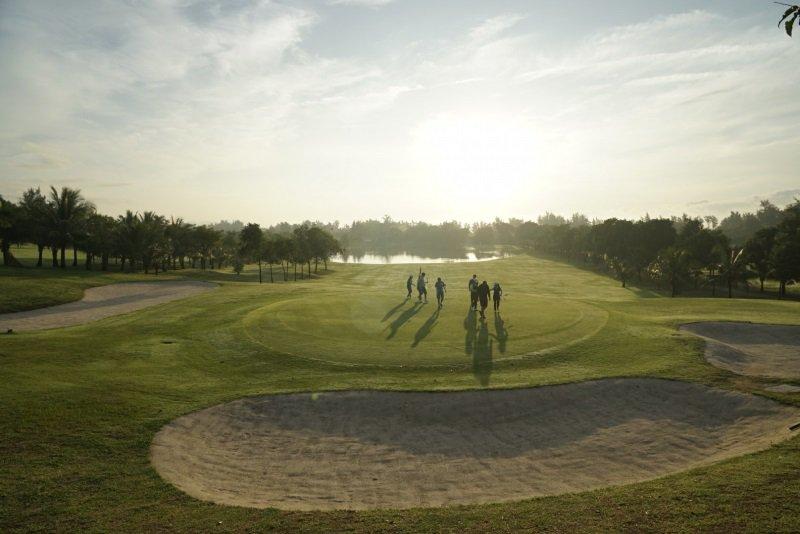 Sân golf có nhiều tiện ích thú vị để bạn cùng gia đình và bạn bè đến khám phá