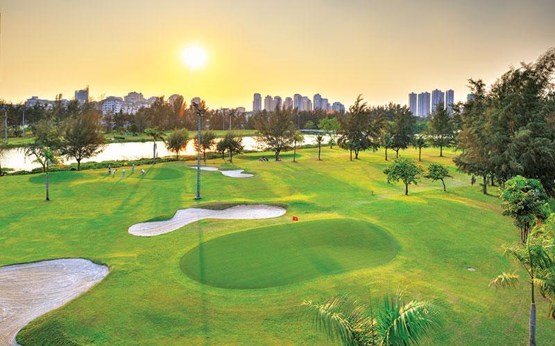 Sân golf quận 7 nằm trong khu đô thị Phú Mỹ Hưng