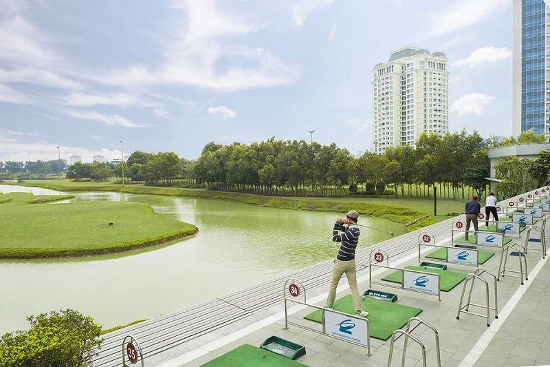 Sân tập golf Ciputra có không gian thoáng mát