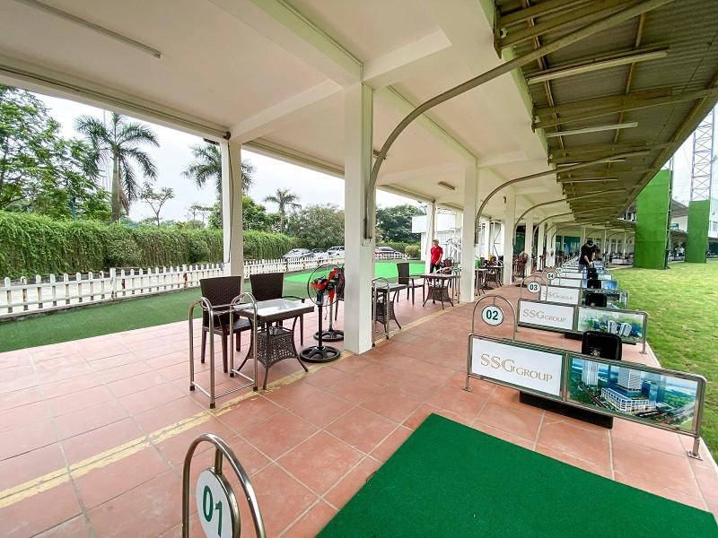 Sân golf được đầu tư kháng trang, sạch sẽ và đầy đủ tiện nghi